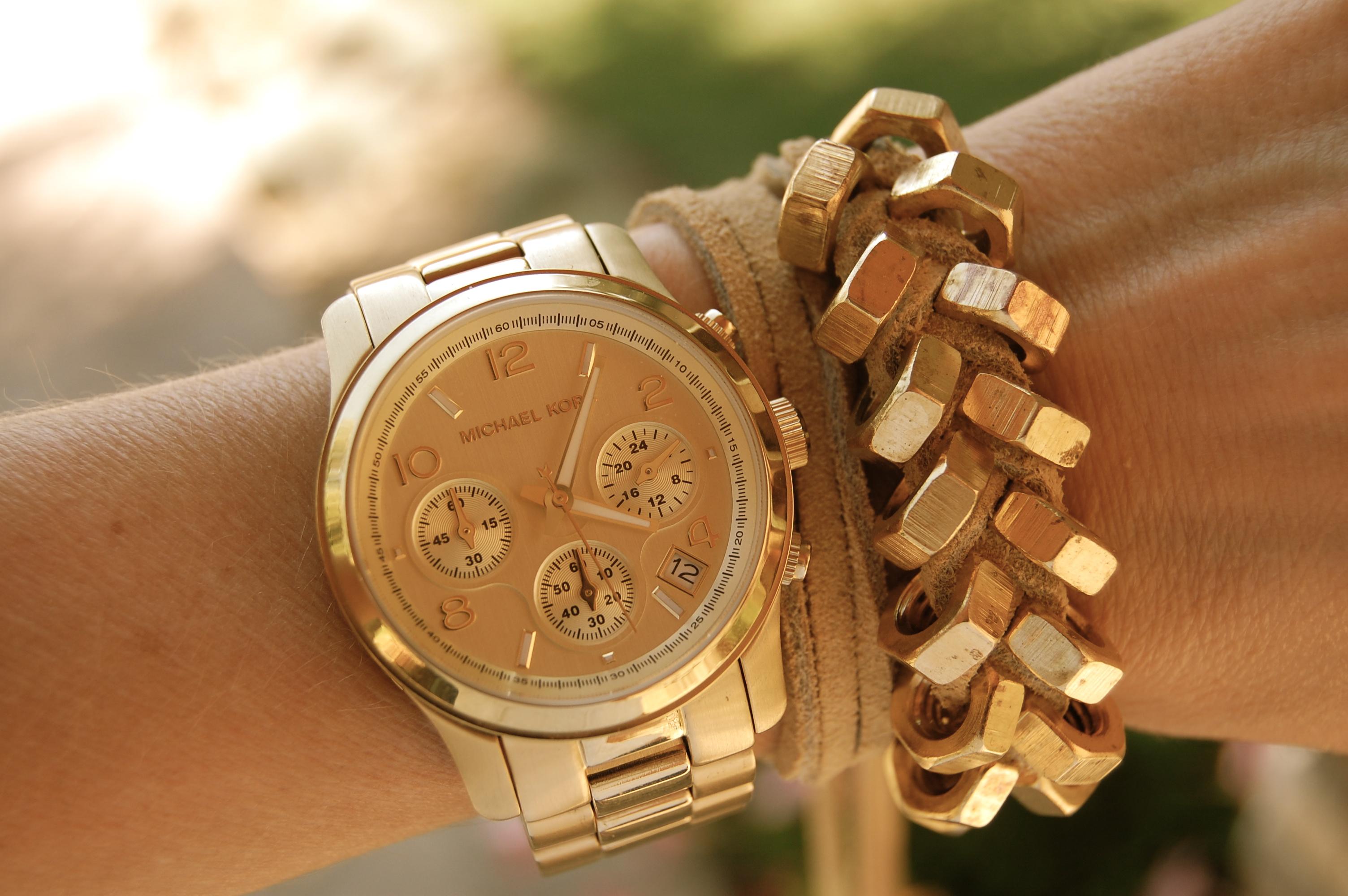 Как правильно сочетать часы с одеждой?